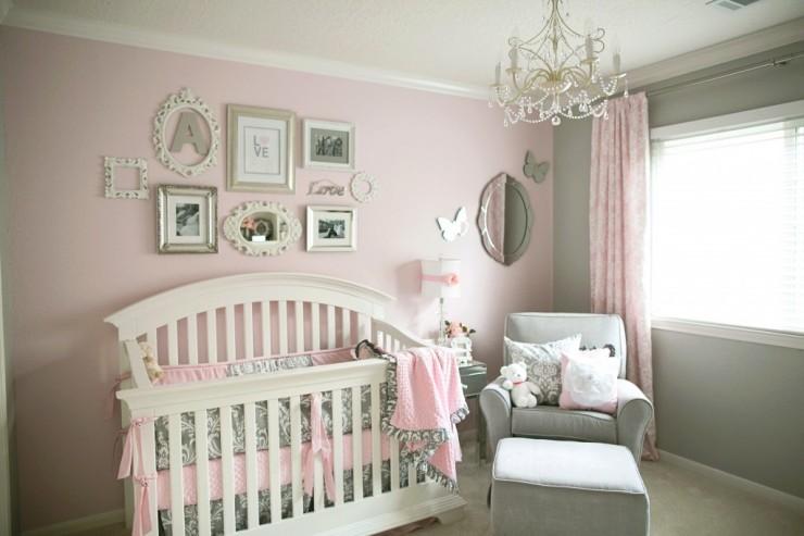 Une chambre de b b rose et grise c 39 est a la vie for Chambre enfant rose