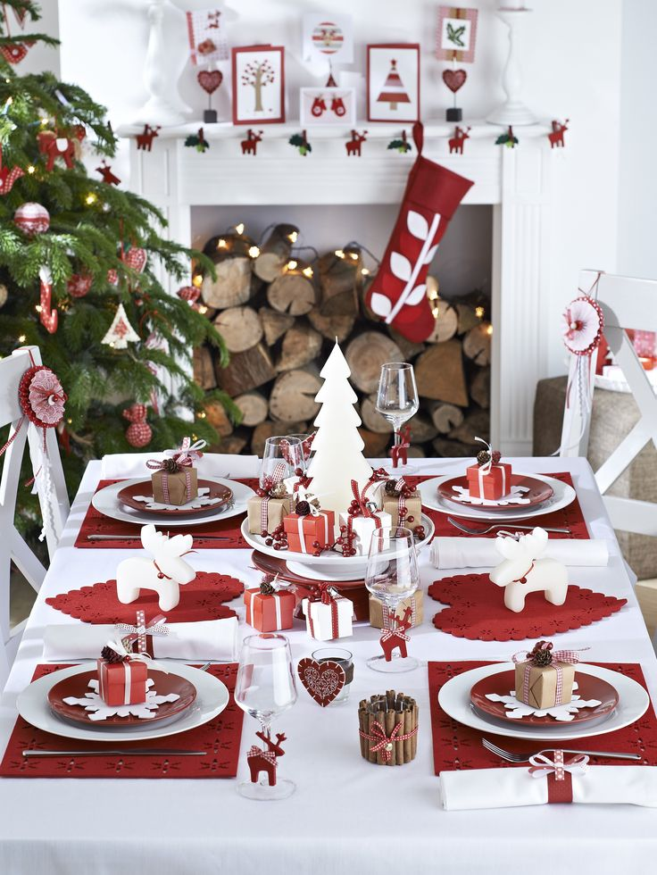 table de Noël rouge